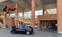 Minaccia di suicidarsi in piazza per evitare l'arresto disposto dal Tribunale di Lecco