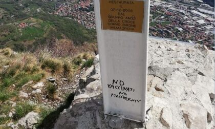 Scritte no vax: oltraggiata anche la croce del Corno Birone. Rusconi presenta denuncia