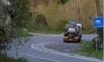 Sversa liquami nel bosco tra Lecco e Ballabio: beccato autotrasportatore