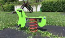 Da oggi giochi per bambini aperti al parco
