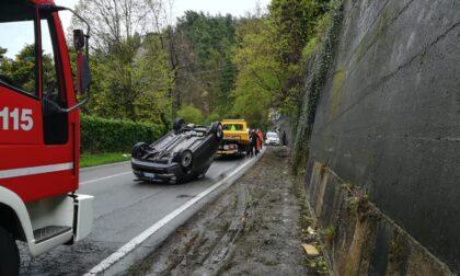 Auto ribaltata sulla Santa: soccorsa una 21enne, traffico in tilt