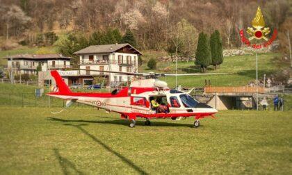 Famiglia in difficoltà all'Alpe Giumello, interviene l'elicottero dei Vigili del fuoco VIDEO