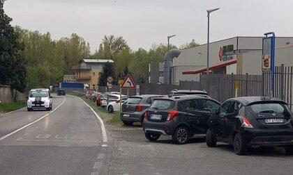 Mancano i parcheggi nella zona industriale: la minoranza scrive al sindaco
