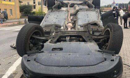 Auto si schianta e si ribalta, in ospedale una bambina di 3 anni FOTO