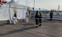 Lanciata una molotov contro il centro vaccinale di Brescia FOTO