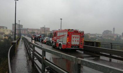 Minaccia di suicidarsi dal ponte di Trezzo, salvato da Forze dell'ordine e soccorritori