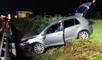 Perde il controllo dell'auto e rischia di piombare sulla Statale 36: 25enne miracolato