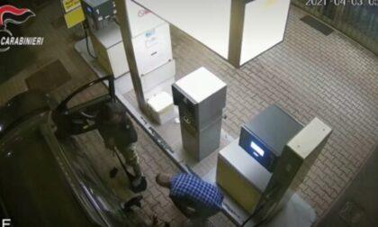 Molotov contro il centro vaccinale di Brescia: in carcere due no vax accusati di terrorismo