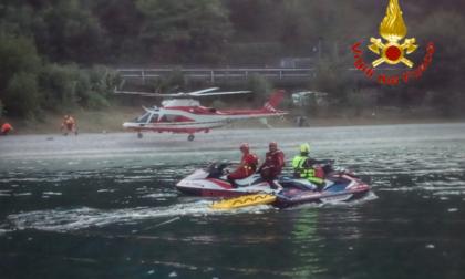 Tragedia nel Comasco: auto nel lago, morta una donna