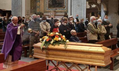 """Struggente addio ad Andrea Rusconi: """"Non lasceremo soli i tuoi bambini"""""""
