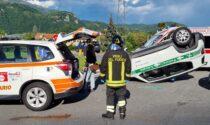 Carambola sulla Provinciale: si ribalta l'auto della Polizia Locale