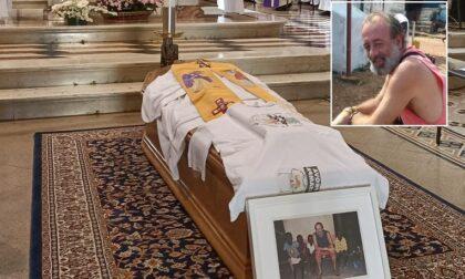 """L'addio a Padre Roberto Donghi nel giorno del suo 49esimo compleanno. """"Abbiamo chiesto il miracolo di farti guarire, ma il miracolo lo hai fatto tu riunendoci"""""""