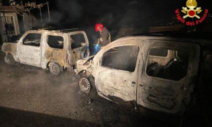 Due autovetture in fiamme, l'intervento dei Vigili del fuoco FOTO