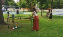 I giochi fatti con i rifiuti entusiasmano i bambini