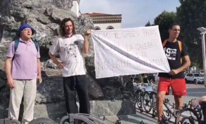 Manifestazione no green pass in piazza Cermenati