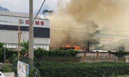 Incendio alla Cemb, deposito di vernici in fiamme