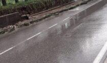 Valgreghentino, crolla muro in strada e cantine allagate FOTO E VIDEO