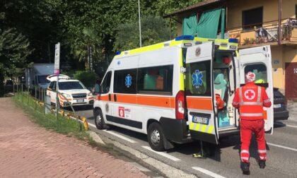 Auto straniera travolge uno scooter: ferita una 33enne