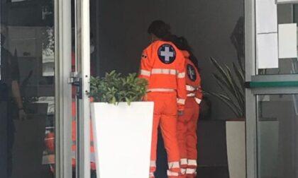 Guardia giurata si ferisce con la sua pistola, ricovero in ospedale