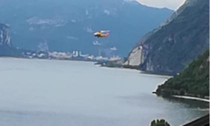 Frontale sulla Lecco-Bellagio: intervento dell'elisoccorso, coinvolto un bimbo di 4 anni