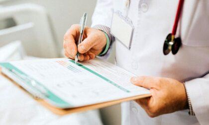 """Medico senza vaccino sospeso, Ats: """"I pazienti possono rivolgersi ai dottori della medicina di gruppo"""""""