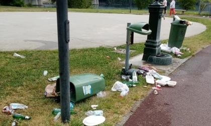 """Dopo la semifinale dell'Italia cestini divelti, tavoli rotti e immondizia. """"Scordatevi il maxischermo per la finale"""""""