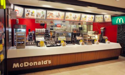 Alla faccia della disoccupazione: McDonald's non riesce a trovare personale