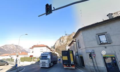 Agenti della polizia Locale insultati quotidianamente per colpa del semaforo