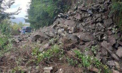 Non c'è pace per il Lario: frana sulla strada tra Osteno e Porlezza