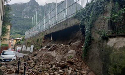 Dopo il muraglione crollato via Agliati riaperta a senso unico alternato