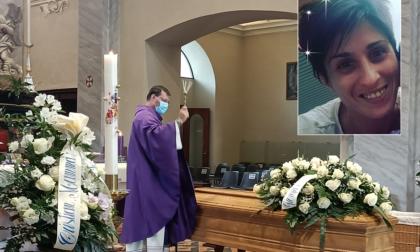 """Addio mamma Sara Ghislanzoni, morta dopo aver dato alla luce la piccola Sole. """"E' stato splendido amarti"""""""