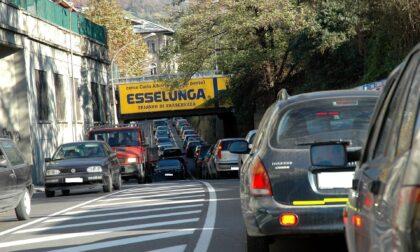 """Code, code e ancora code, settimana infernale a Lecco. Il sindaco: """"Limitate l'uso delle auto"""""""