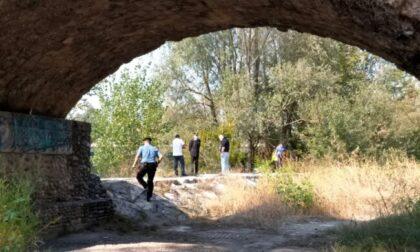 Giovane uomo trovato morto sulla sponda dell'Adda