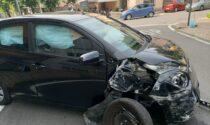 Fuori strada con l'auto si schianta contro un cancello: 75enne in ospedale