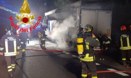 Camion a fuoco sulla Statale 36