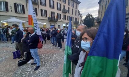 """Lecchesi in piazza per Mimmo Lucano, """"La solidarietà non si processa!"""""""