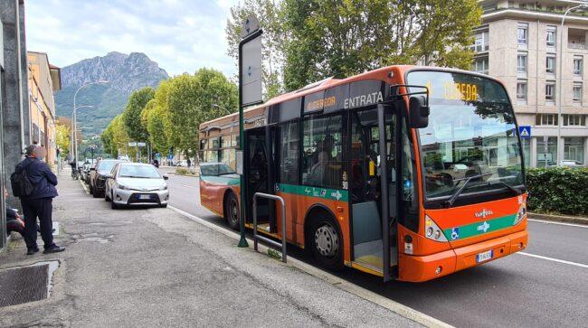 aggredisce-le-guardie-giurate-autobus