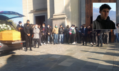 Lacrime e rombo dei motori per l'addio al 18enne Matteo Piazza